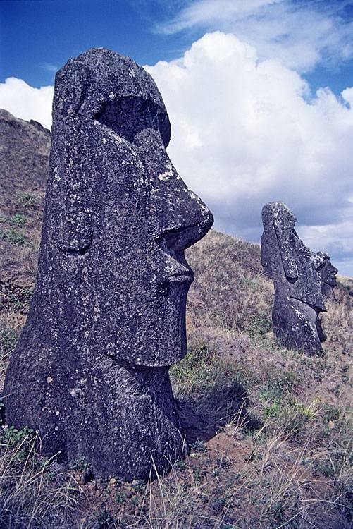 giant statues of Ester Island